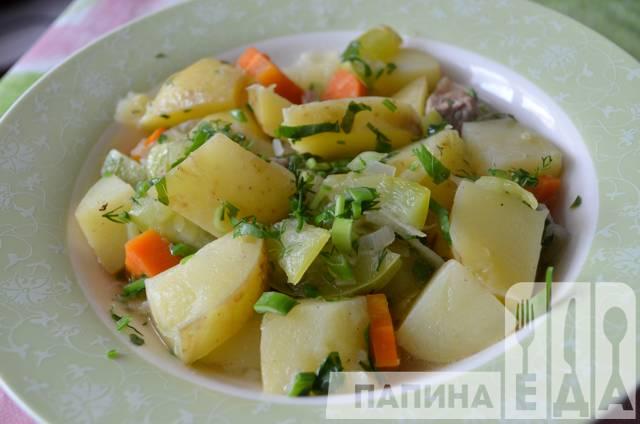 Овочеве рагу з молодою картоплею і кабачками