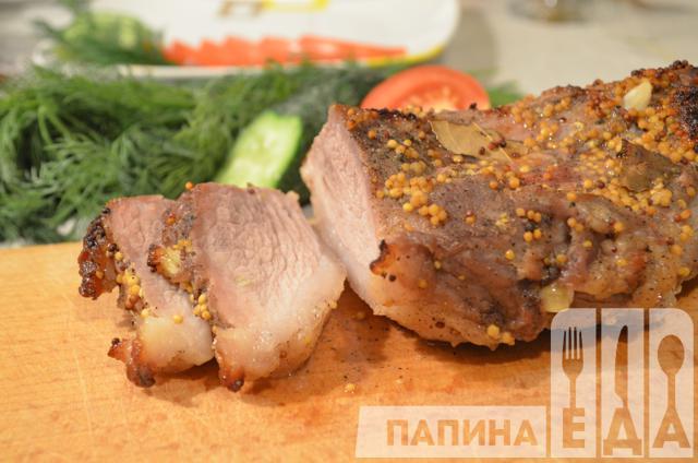 Свинина запечена шматком в духовці